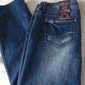 Almost Famous Cropped Blue Jeans (13)